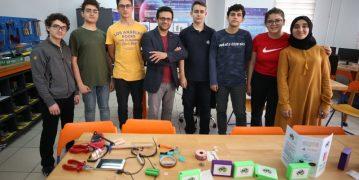 Bursalı öğrenciler, atık bilgisayar bataryalarından 'Yeşilbank' ürettiler