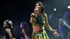 Hande Yener, Bursa festivalinde sahne aldı
