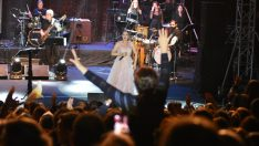 Candan Erçetin, Bursa konserinde Mehmetçik için söyledi