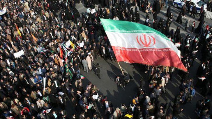 İran'da benzin zammı, halkı sokaklara döktü!